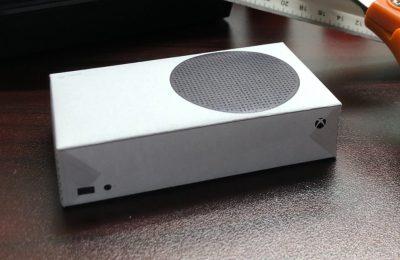Microsoft выпустила бумажные версии Xbox Series S и X